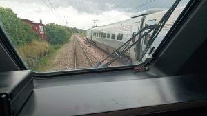 Här åker kollegan iväg och jag får stanna kvar i det trasiga tågsättet